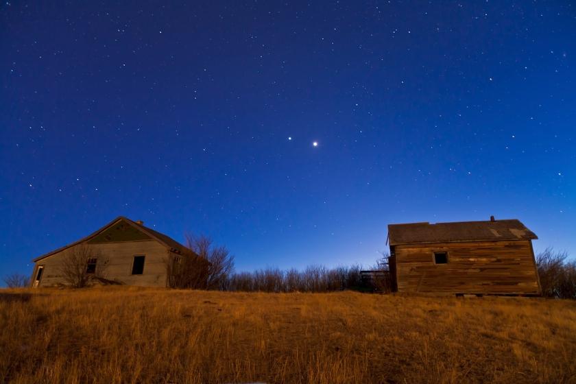 ASTRONOMÍA - Página 5 Venus-jupiter-over-old-farmstead-2-march-10-2012