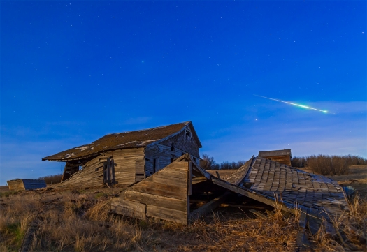 Bright Meteor over Old Farmstead (April 25, 2013)