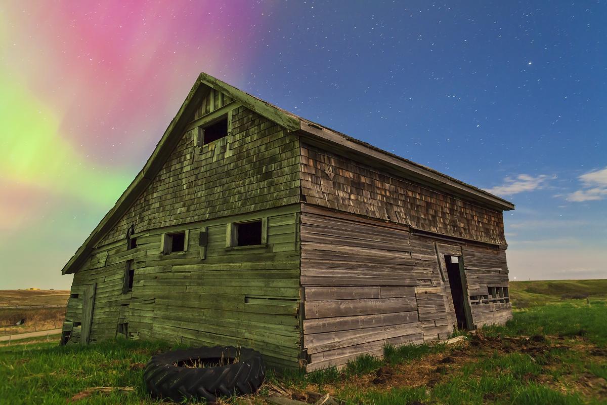 Old Barn By Aurora Light  U2013 The Amazing Sky