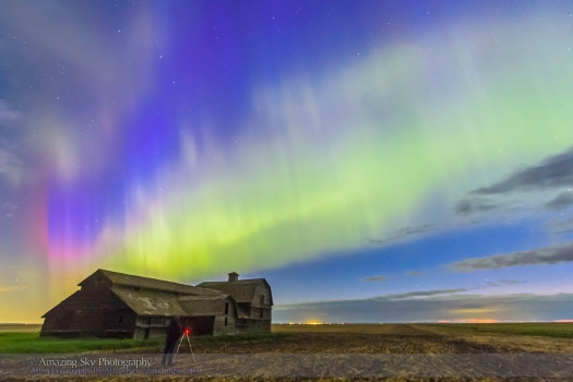 Shooting the Aurora over Old Barn #2 (June 7-8, 2014)