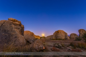 Moonrise at City of Rocks