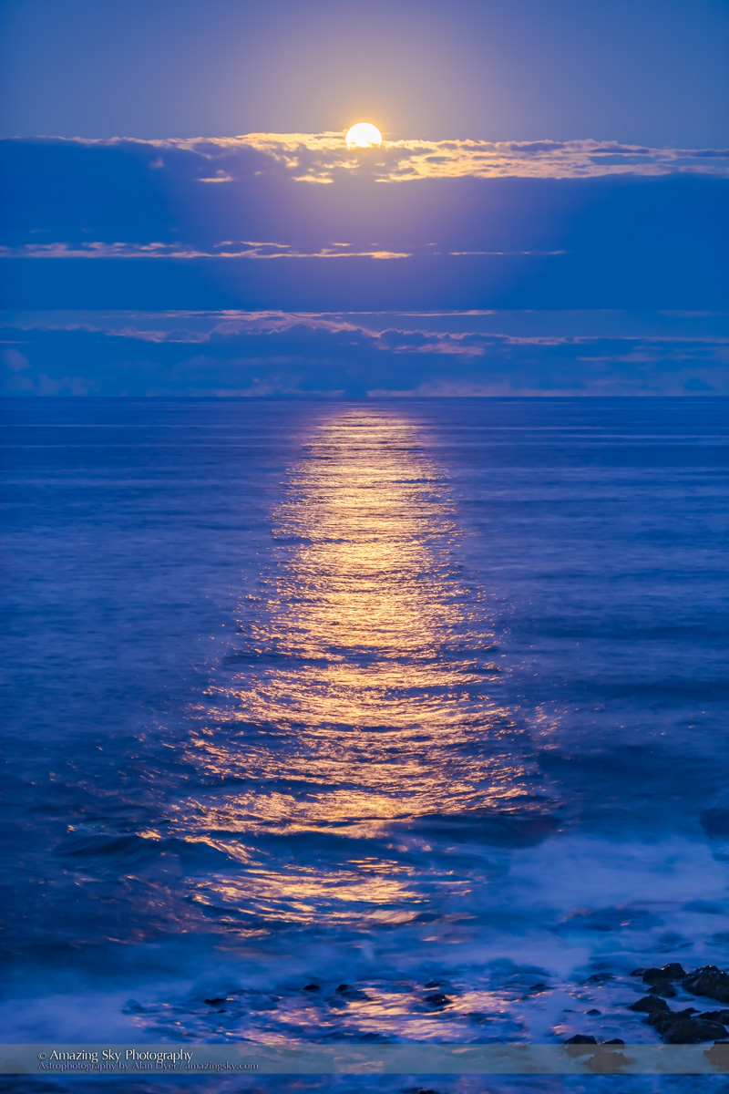 Golden Glitter Path of the Moon