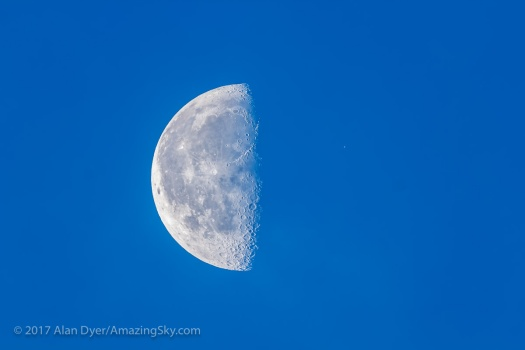 Aldebaran Near the Moon in Day Sky