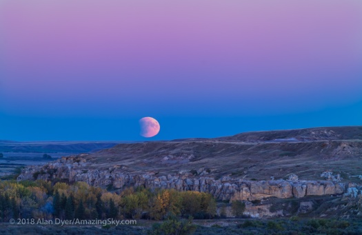 Eclipse Moonrise at Writing-on-Stone